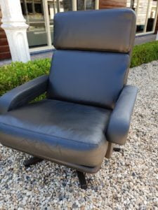 Leolux swivel armchair